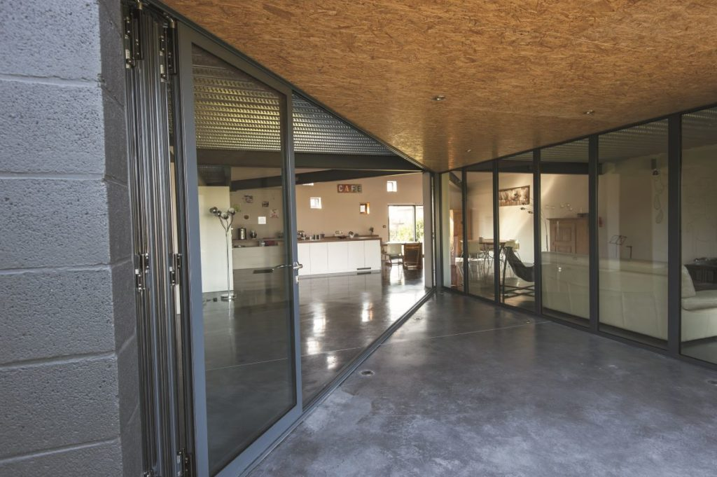 Bi-fold-doors-ALIUMINIUM-Reynaers-CF77-9-1024x681