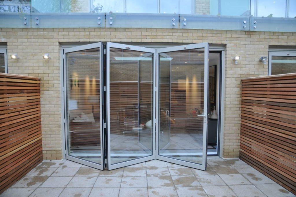 Bi-fold-doors-ALIUMINIUM-Reynaers-CF77-Folding-Doors-1-1024x680