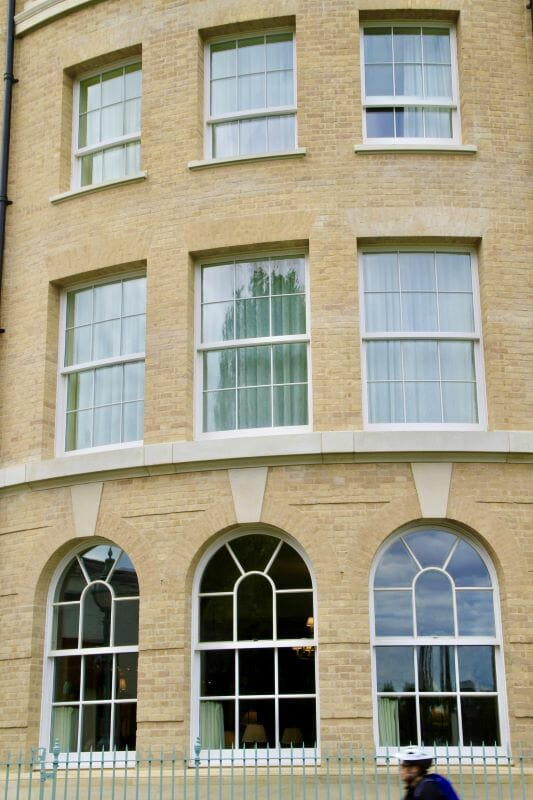 Traditional-Box-Sash-windows-Zyle-Fenster-11