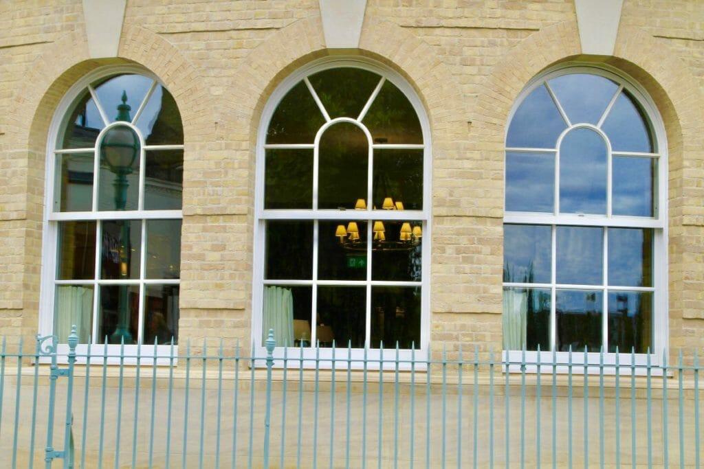 Traditional-Box-Sash-windows-Zyle-Fenster-12-1024x683