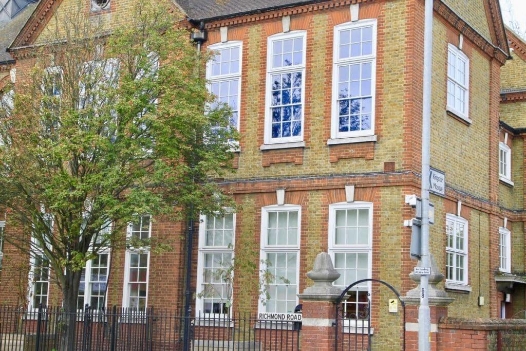 Traditional-Box-Sash-windows-Zyle-Fenster-27-1024x683